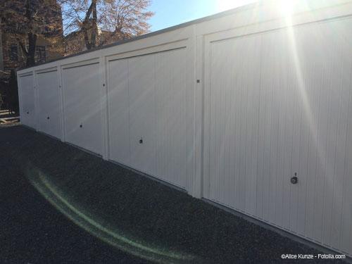Helle und moderne weiße Garage in Dresden mieten
