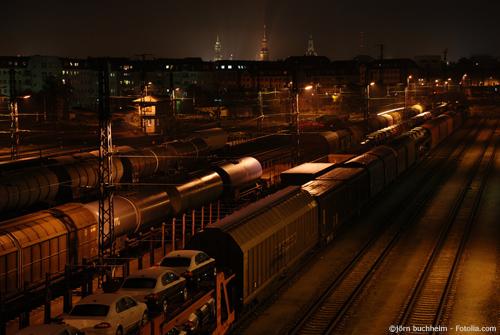 Eine Halle für die Industrie sollte eine gute Verkehrsanbindung bspw. per Zug besitzen