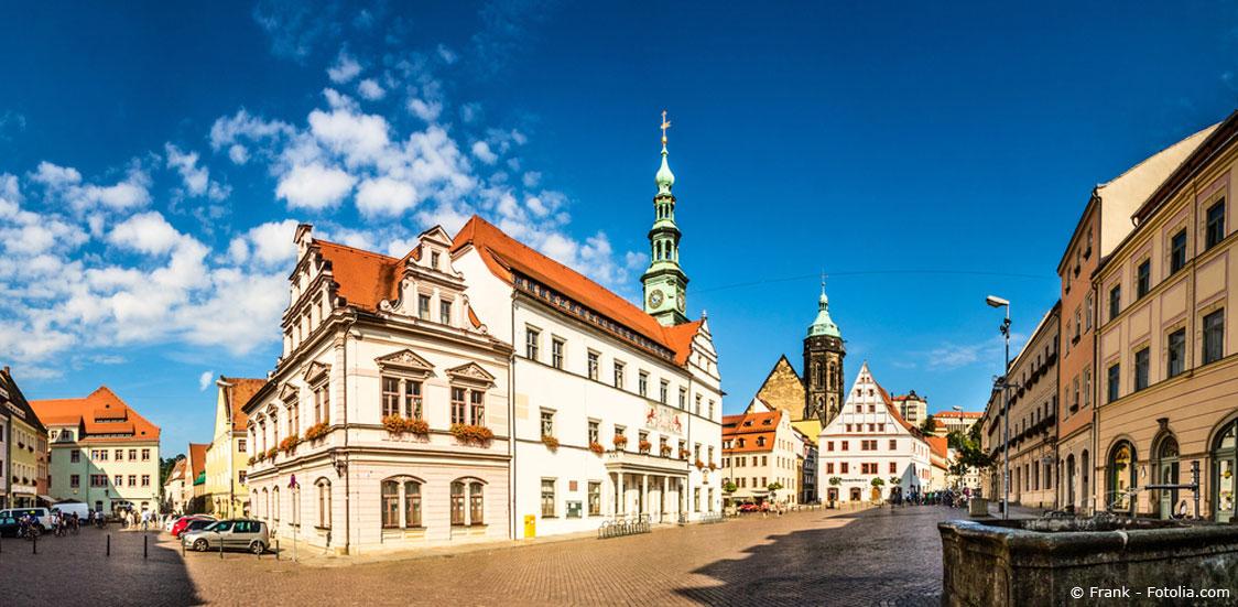 Der Historische Marktplatz umringt von attraktiven Wohnungen zur Miete in Pirna.