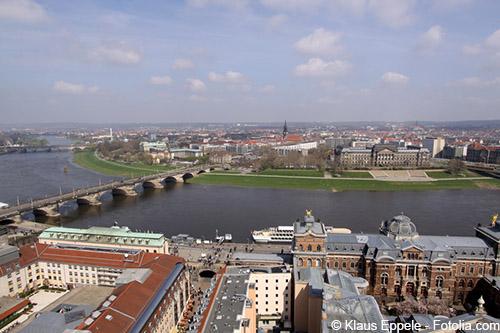 Blick auf die Augustusbrücke und die Neustadt mit ihren attraktiven Wohnungen
